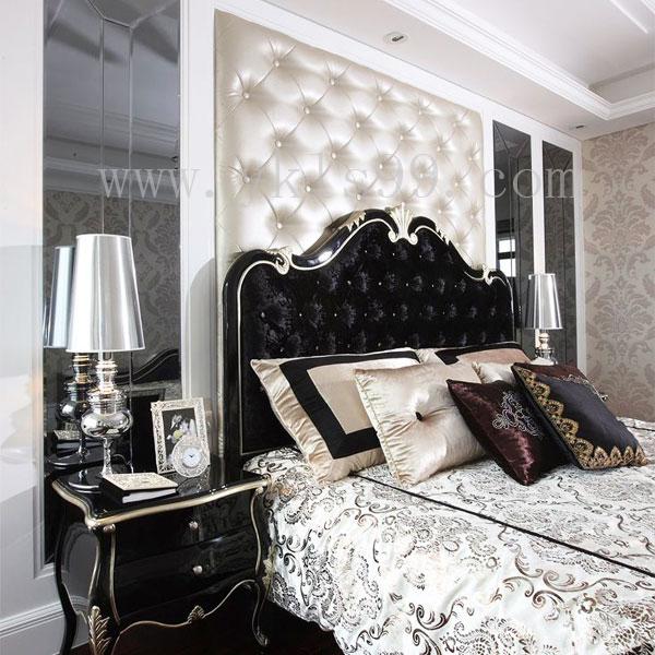 银白色床头软包背景墙